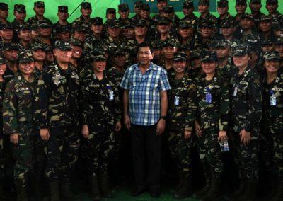 """""""Filippinernes befolkning støtter stadig Dutertes blodige narkokrig"""""""