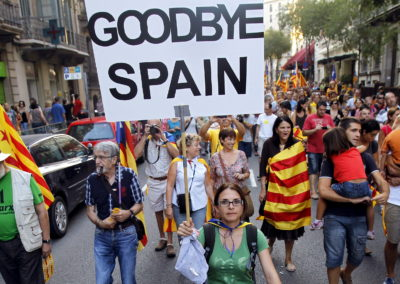 Cataloniens ulovlige afstemning om selvstændighed bliver mødt hårdt af Spanien