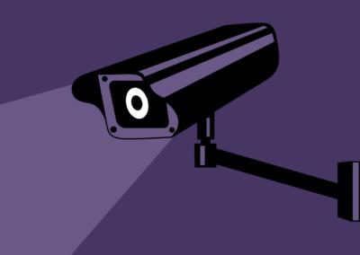 Teenagere har blandede holdninger til elektronisk overvågning fra forældre