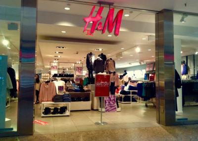 International vrede over racistisk H&M-reklame