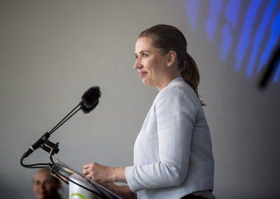Mette Frederiksen har med facebook-kommentar fået flere danskere op af stolen