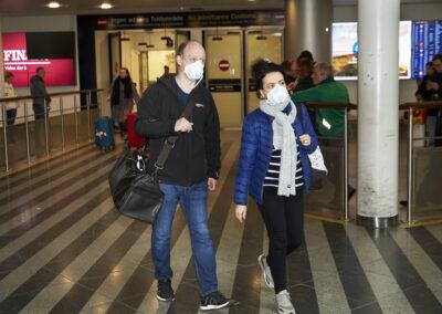 Trods anbefaling fra Sundhedsstyrelsen bærer langt fra alle danskere mundbind i offentlig transport